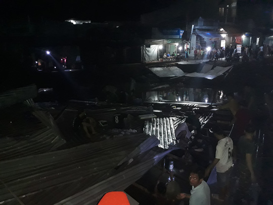 Sạt lở trong đêm nhấn chìm 3 ngôi nhà ở Đất Mũi - Ảnh 2.