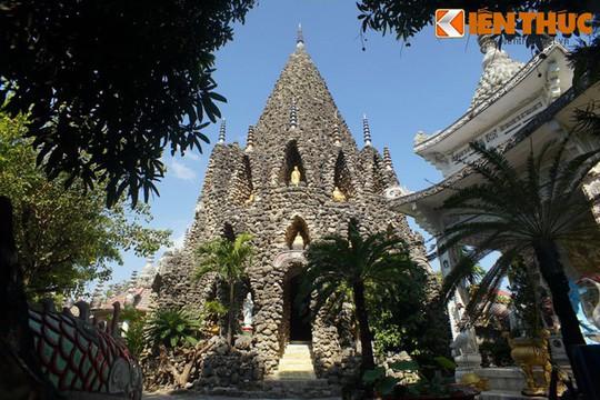 Cận cảnh tòa tháp vỏ ốc độc nhất vô nhị Việt Nam - Ảnh 1.