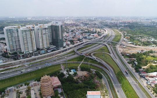Nhà đầu tư đu theo hạ tầng, đất nền Đông Sài Gòn bị thổi giá - Ảnh 1.