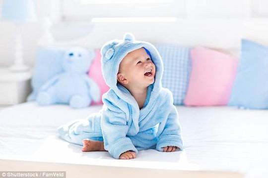 Vì sao các em bé thích chào đời lúc nửa đêm về sáng? - Ảnh 1.