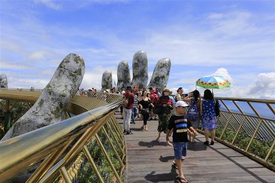 Đến Đà Nẵng sống ảo với cây cầu nằm trên bàn tay - Ảnh 8.