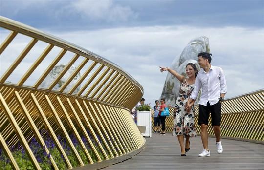 Đến Đà Nẵng sống ảo với cây cầu nằm trên bàn tay - Ảnh 9.