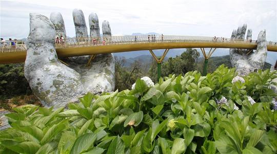 Đến Đà Nẵng sống ảo với cây cầu nằm trên bàn tay - Ảnh 10.
