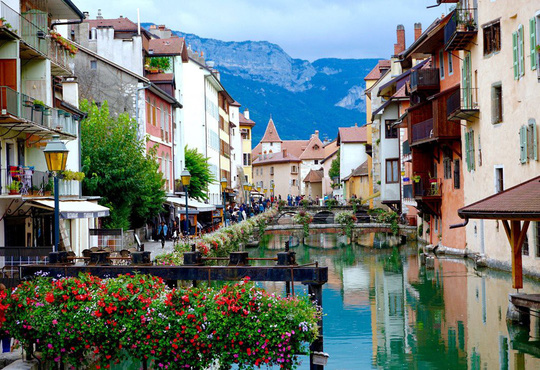 Khám phá Annecy – 'Venice của nước Pháp' - Ảnh 1.