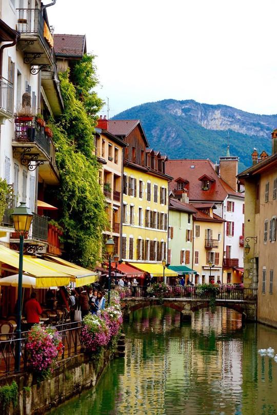 Khám phá Annecy – 'Venice của nước Pháp' - Ảnh 2.