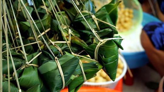 Lò bánh tro nửa thế kỷ ở Sài Gòn tất bật Tết Đoan Ngọ - Ảnh 1.