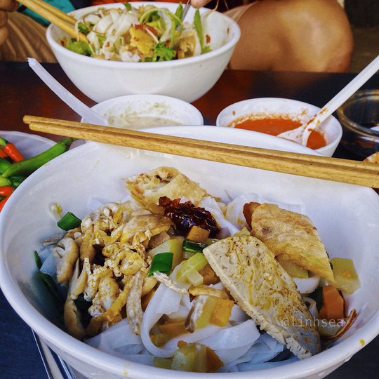 Ăn hết món ngon đường phố Đà Nẵng với 200.000 đồng - Ảnh 2.