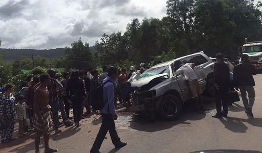 Xe chở vợ chồng Hoàng thân Campuchia bị taxi đâm trực diện, 1 người thiệt mạng 1