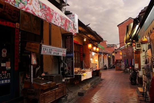 Khám phá làng cổ Lộc Cảng và ngõ Sờ Ngực ở Đài Loan - Ảnh 12.