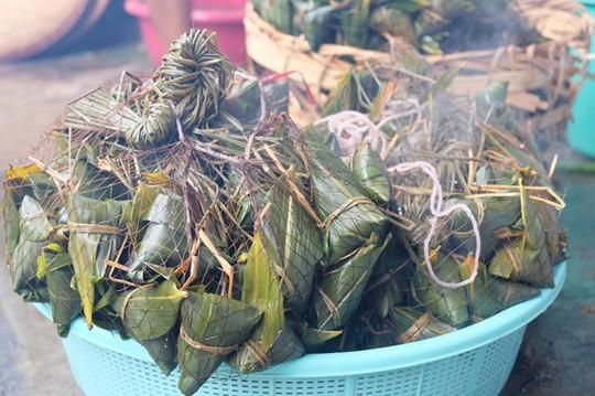 Lò bánh tro nửa thế kỷ ở Sài Gòn tất bật Tết Đoan Ngọ - Ảnh 14.