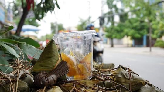 Lò bánh tro nửa thế kỷ ở Sài Gòn tất bật Tết Đoan Ngọ - Ảnh 15.