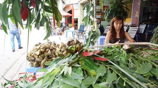 Lò bánh tro nửa thế kỷ ở Sài Gòn tất bật Tết Đoan Ngọ - Ảnh 16.