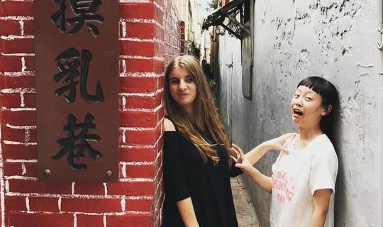 Khám phá làng cổ Lộc Cảng và ngõ Sờ Ngực ở Đài Loan - Ảnh 3.