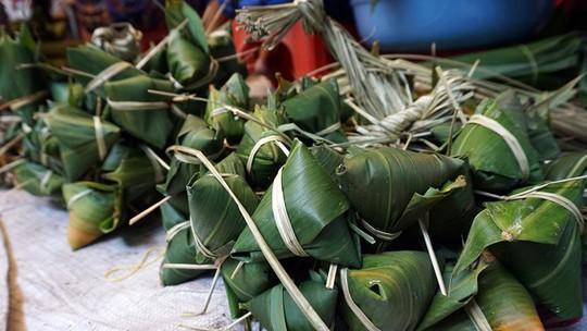 Lò bánh tro nửa thế kỷ ở Sài Gòn tất bật Tết Đoan Ngọ - Ảnh 8.