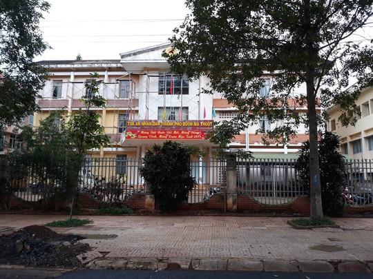 Nữ thư kí tòa án bị tố tát người đại diện ngay tại tòa ở Đắk Lắk 1