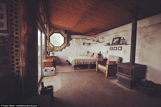 Làm từ lốp xe và vỏ chai ngôi nhà vẫn đẹp như cổ tích - Ảnh 11.