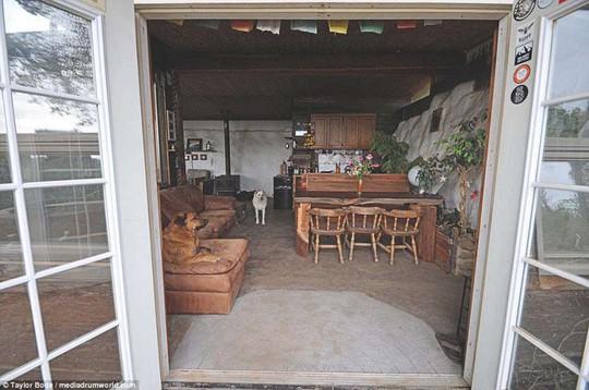 Làm từ lốp xe và vỏ chai ngôi nhà vẫn đẹp như cổ tích - Ảnh 19.
