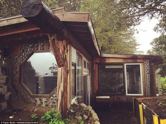Làm từ lốp xe và vỏ chai ngôi nhà vẫn đẹp như cổ tích - Ảnh 10.