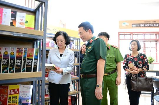 Viettel tặng sách cho các trại giam trên toàn quốc - Ảnh 2.