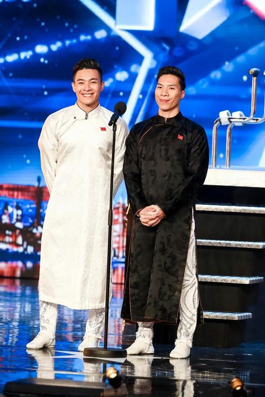 Anh em hoàng tử xiếc Quốc Cơ, Quốc Nghiệp vào chung kết Britain's Got Talent 2018 - Ảnh 1.