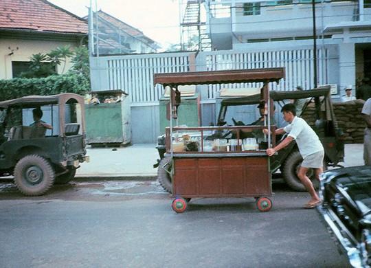 Ảnh độc đáo về hàng quán giải khát trên vỉa hè Sài Gòn xưa - Ảnh 15.