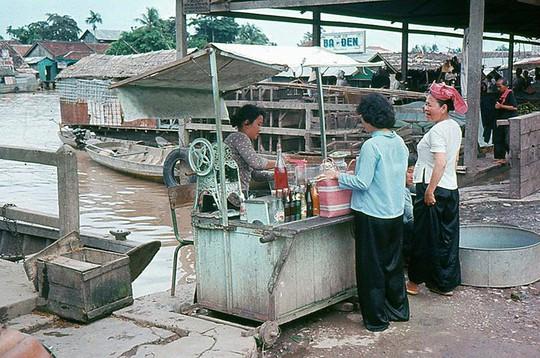 Ảnh độc đáo về hàng quán giải khát trên vỉa hè Sài Gòn xưa - Ảnh 5.