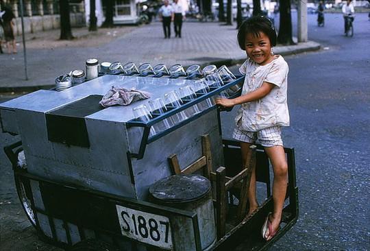 Ảnh độc đáo về hàng quán giải khát trên vỉa hè Sài Gòn xưa - Ảnh 3.