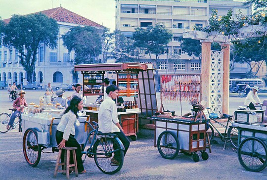 Ảnh độc đáo về hàng quán giải khát trên vỉa hè Sài Gòn xưa - Ảnh 4.