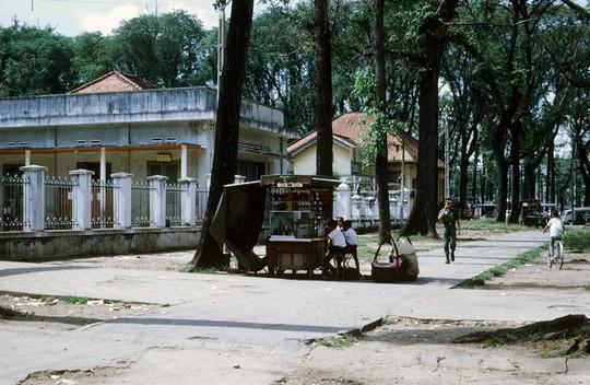 Ảnh độc đáo về hàng quán giải khát trên vỉa hè Sài Gòn xưa - Ảnh 10.