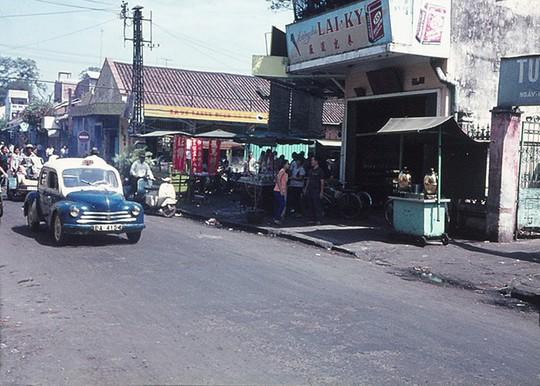 Ảnh độc đáo về hàng quán giải khát trên vỉa hè Sài Gòn xưa - Ảnh 13.