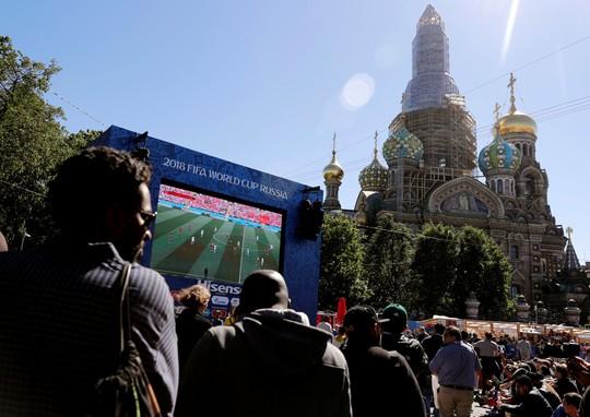 Thư World Cup: Thoáng quê hương giữa lòng St. Petersburg - Ảnh 2.