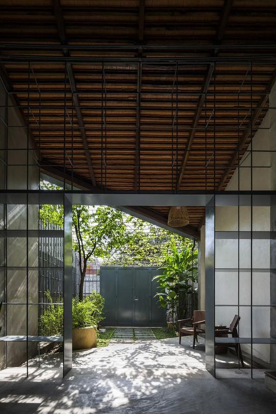 Ngôi nhà cấp 4 đẹp đơn sơ giữa lòng Sài Gòn - Ảnh 2.
