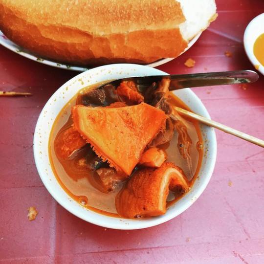 Khám phá 4 đặc khu ăn vặt hot nhất Sài Gòn - Ảnh 8.