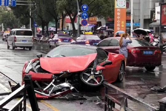 Vừa thuê siêu xe Ferrari đã va vào BMW gây tai nạn - Ảnh 1.