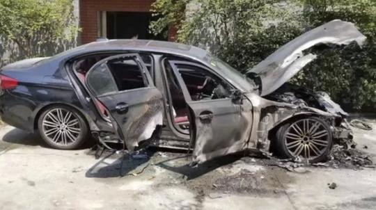 Vừa thuê siêu xe Ferrari đã va vào BMW gây tai nạn - Ảnh 2.