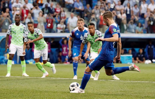 Tan tác Iceland, đại bàng xanh Nigeria tung cánh - Ảnh 7.