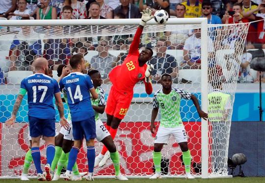Tan tác Iceland, đại bàng xanh Nigeria tung cánh - Ảnh 2.