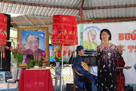 Kỳ nữ Kim Cương khóc thương GS-TS Trần Văn Khê - Ảnh 2.