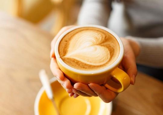 Một ngày uống 4 ly cà phê giúp tim khỏe hơn! - Ảnh 1.