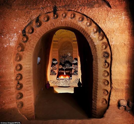 Khám phá hang động độc đáo sâu 20m dưới lòng đất - Ảnh 5.