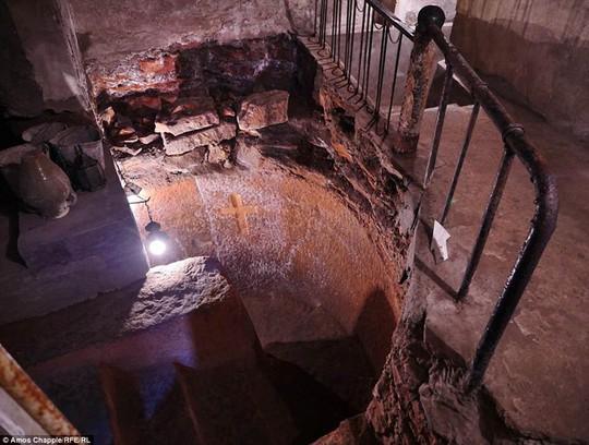 Khám phá hang động độc đáo sâu 20m dưới lòng đất - Ảnh 6.