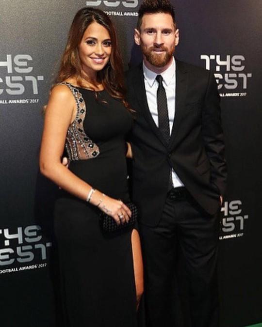 Cả thế giới quay lưng, Messi vẫn có vợ nóng bỏng bên cạnh - Ảnh 11.