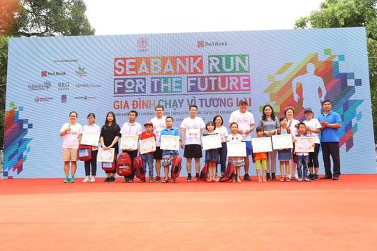 Chạy vì tương lai, SeABank quyên gần 1 tỉ đồng giúp học sinh nghèo - Ảnh 2.