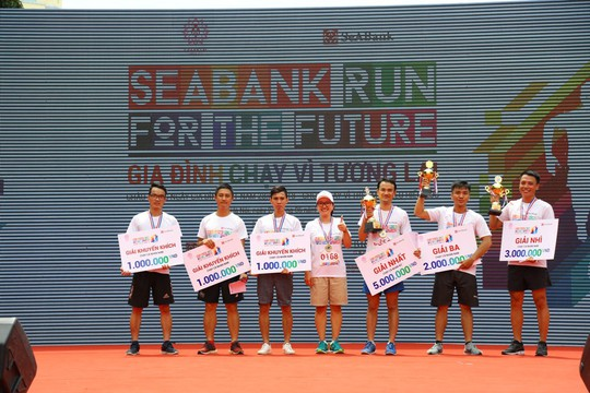 Chạy vì tương lai, SeABank quyên gần 1 tỉ đồng giúp học sinh nghèo - Ảnh 4.