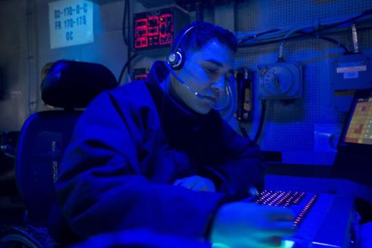 Cận cảnh siêu tàu sân bay Mỹ tuần tra biển Đông - Ảnh 12.