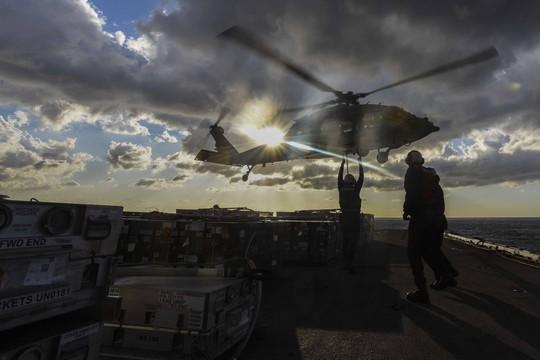 Cận cảnh siêu tàu sân bay Mỹ tuần tra biển Đông - Ảnh 14.