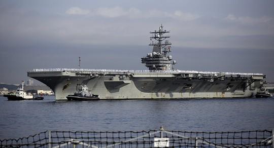 Cận cảnh siêu tàu sân bay Mỹ tuần tra biển Đông - Ảnh 1.
