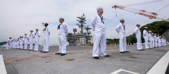 Cận cảnh siêu tàu sân bay Mỹ tuần tra biển Đông - Ảnh 9.