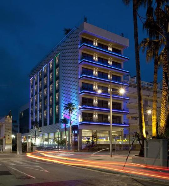 Khách sạn 34 triệu đô của Messi bên bờ biển Địa Trung Hải - Ảnh 1.