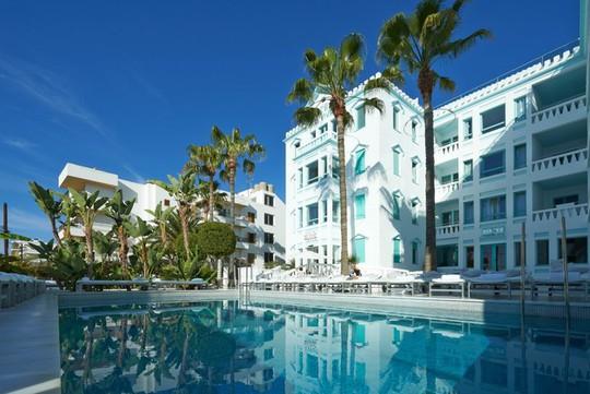 Khách sạn 34 triệu đô của Messi bên bờ biển Địa Trung Hải - Ảnh 11.